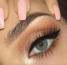 30 Prom Makeup Ideas For Your Big Night - - 30 Prom Makeup Ideas For Your Big Night Beauty Makeup Hacks Ideas Wedding Makeup Looks for Women Makeup Tips Prom Makeup ideas Cut Natural Makeup Hall. Prom Makeup Looks, Cute Makeup, Pretty Makeup, Prom Eye Makeup, Makeup For Red Dress, Ball Makeup, Night Makeup, Makeup For Dances, Makeup For Night Out