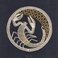 znamení - heli - Álbumes web de Picasa Bobbin Lacemaking, Bobbin Lace Patterns, Lace Heart, Victorian Lace, Lace Jewelry, Lace Making, Lace Collar, Filet Crochet, String Art