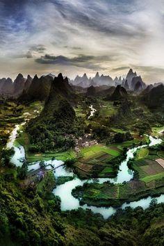 China / olokosmon / rivière / montagnes / collines / champs / campagne / photopaysage / plongée