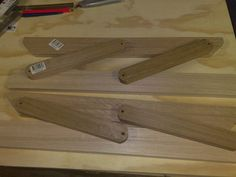 How too make a wood lift-top hinge.   https://project.theownerbuildernetwork.co/2014/06/12/diy-lift-top-coffee-table/