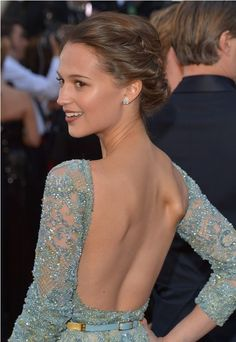 Alicia Vikander - Oscar 2013 http://juliapetit.com.br/beleza/beleza-no-oscar/: