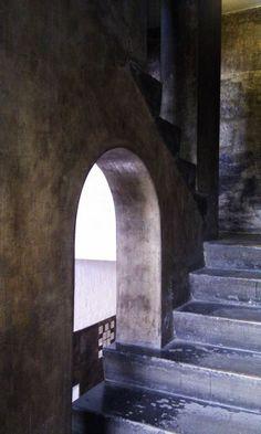 Upper stairway Glasgow School of Art Architecture Details, Interior Architecture, Interior Design, Glasgow School Of Art, Art School, Charles Rennie Mackintosh, England And Scotland, Arts And Crafts Movement, William Morris