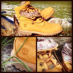 Selbst ich gehe mit High Heels nicht auf die Alm und habe mich darum zunächst für den @Timberland Boots ROLL TOP entschieden. Ich mag dieses senffarbige Beige und dass man den Schaft der Schuhe umkrempeln kann und dann dieses schöne Blumenmuster zum Vorschein kommt.