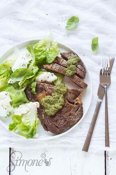 Donna Hay #22: Steak met salsa en salade http://simoneskitchen.nl/donna-hay-22-steak-met-salsa-en-salade/
