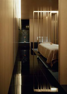 two long treatment rooms run along the side corridor japan-based curiosity has just completed a spa boutique called 'mars the salon' in aoyama, japan, Spa Design, Salon Design, Massage Room, Spa Massage, Pool Spa, Spas, Spa Interior, Interior Design, Deco Spa
