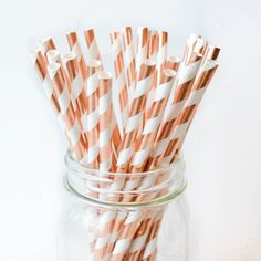 Our metallic rose gold paper straws are stunningly beautiful and a perfect entertaining essential. Classy, quality and fully use-able featuring a shiny coppery gold finish. Metallic rose gold is the o