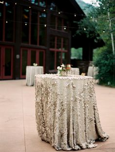 La Tavola Fine Linen Rental: Soho Cream | Photography: Sara Hasstedt, Planning, Flowers And Design: Love This Day Events