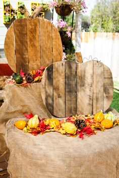 @kennethwingard makes Pumpkin Decor out of Wood Palettes!