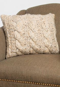 Chunky Cable Knit Pillow Cover FREE pattern, thanks so xox