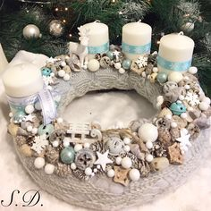 Türkiz Adventi koszorú ❄️❄️ Christmas Advent Wreath, Christmas 2019, Winter Christmas, Christmas Nails, Merry Christmas, Christmas Decorations, Xmas, Diy Wreath, Diy And Crafts