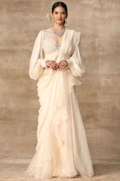 Indian Gowns Dresses, Indian Fashion Dresses, Indian Designer Outfits, Designer Dresses, Indian Wedding Outfits, Bridal Outfits, Indian Outfits, Drape Sarees, Saree Trends