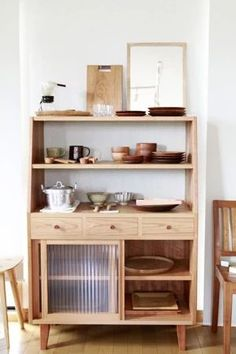 무지 스타일 가구 무지 스타일 가구들.. 편안함이 돋보이는 자연스러운 가구들이 함께합니다. 일본의 미니... Rustic Cabinets, Wooden Cabinets, Timber Furniture, Furniture Design, Kitchen Interior, Room Interior, Vanity Table Vintage, Coffee Bar Home, Cabinet Design