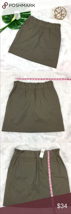 Banana Republic Factory Olive Green Skirt Banana Republic Factory Olive Green Skirt. Size 6. Measurements are listed in photos. Has pockets and elastic waist band! Back pockets are closed but can easily be open with a thread pull. ❌I do not Trade 🙅🏻 Or model💲 Posh Transactions ONLY Banana Republic Skirts Mini