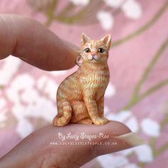 Custom-Made Mini Cat Figurine/Pendant with Chain – Any Cat you want, sculpted by hand from photographs of your pet Maßgeschneiderte Katze-Anhänger mit Kette Polymer Clay Figures, Polymer Clay Animals, Polymer Clay Charms, Polymer Clay Cat, Sculpture Clay, Sculptures, Oriental Shorthair Cats, Clay Figurine, Ginger Cats