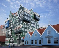 This 4-star hotel is in the center of Zaandam, next to the train station. In 12 minutes, you can take a train from here to lively Amsterdam.