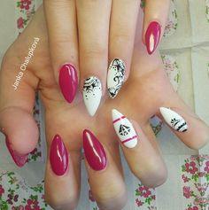 Pink nails with ornaments. Diamond is amazing by Janka Chalupková.