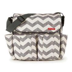 Skip Hop - Dash Messenger Diaper Bag (Chevron/Grey/Off White) Diaper Bags Best Changing Bag, Baby Changing Bags, Changing Mat, Black Queen, Messenger Diaper Bags, Nappy Bags, Snap Bag, Stroller Bag, Baby Items