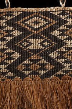 Tauira by Cori Buster Marsters, Te Arawa, Te Whakatohea artist Inspiration For Kids, Creative Inspiration, Christmas Floral Designs, Maori Patterns, Maori Designs, Maori Art, Weaving Patterns, Weave, Tapestry