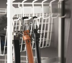 Belteholder skaper orden i garderoben. Enkel og smart løsning... Kitchen Appliances, Coat Storage, Cooking Ware, Home Appliances, Kitchen Gadgets