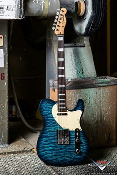 I need to buy this guitar. I just love the light blue and turquoise combined.
