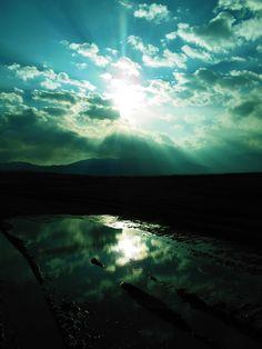 Φωτογραφίζοντας ηλιοβασιλέματα τον χειμώνα το μόνο που χρειάζομαι είναι ήλιο, φύση, νερό και αισιοδοξία. Περιμένω τα σύννεφα να πάρουν την κατάλληλη θέση, να κρύψουν ή να αποκαλύψουν του ήλιου την λαμπρότητα.