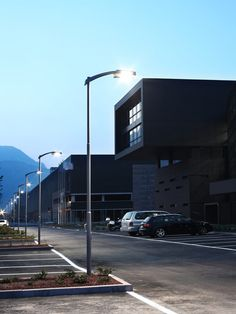 Interporto, Trento - The Nuovo Centro Direzionale was created in order to manage the administrative and public relation activities of Trento's interport. Every part of this modern and spacious structure, together with its conference hall covered in birch panels, is illuminated by a wide range of Martini Light products, such as Roof, Bicubo, Fratto Q, Shopline and Network.