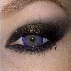 Ashley @Ashley Walters Crowder layered #Sugarpill Goldilux eyeshadow over black smokey eyes for a metallic golden sheen. So beautifully dramatic! #eotd #goldilux