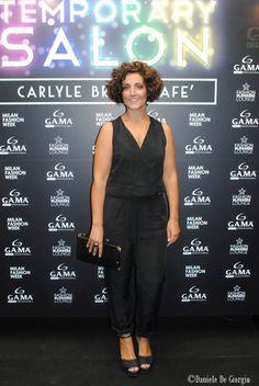 Short curly hair.  tuta nera, tuta elegante, tuta per curvy, curvy, curves, black jumpsuit, curvy jumpsuit, curvy tips, curvy bloggers italiane, italian fashio...