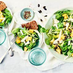 Feldsalat mit Mango und Käse | EDEKA Rezepte Mango Salat, Cobb Salad, Cantaloupe, Fruit, Ethnic Recipes, Food, Cheese Recipes, Brown Bread, Vegetarian
