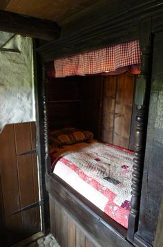 This has a dark, European storybook feel to it to me. Perhaps could buy the lathe turned parts? Alcove Bed, Bed Nook, Welsh Cottage, Cottage Style, Primitive Bedroom, Built In Bed, Box Bed, Interior And Exterior, Interior Design
