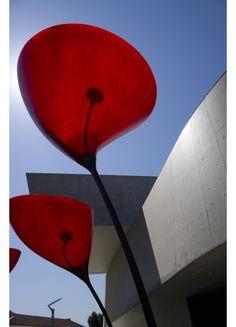 Viabizzuno   Maxxi Poppy   Floor standing handmade fibreglass light fitting by Gruppo Startt