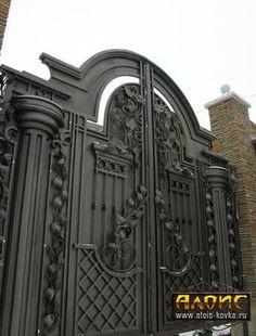 Красивые кованые ворота Steel Gate Design, Iron Gate Design, Metal Gates, Wrought Iron Gates, House Main Gates Design, Door Design, Front Gates, Entrance Gates, Gate Designs Modern