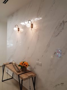 Match your Carrara Marble counter tops to the walls with our Stucco Lamundo Venetian Plaster - Carrara Marble Finish! Here's an example of silky smooth household continuity. Marble House, Marble Wall, Beige Marble, Carrara Marble, Decorative Paint Finishes, Marble Bedroom, Venetian Plaster Walls, Polished Plaster, Stucco Walls
