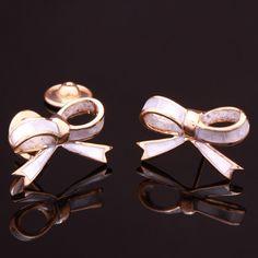 Brinco banho de ouro laço madrepérola. Clique na imagem para comprar ou acesse www.gifto.net.br