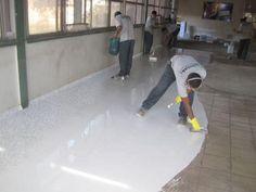 A aplicação do porcelanato líquido exige mão de obra qualificada