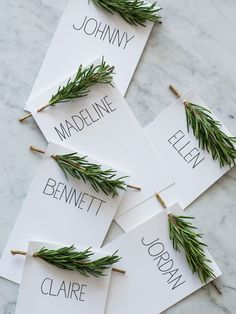 Place cards make any meal more special! Get a look at these great place card ideas for setting your Thanksgiving table! Diy Place Cards, Diy Cards, Menu Cards, Diy Table Cards, Fall Place Cards, Name Place Cards Wedding, Rustic Place Cards, Wedding Name Tags, Table Diy