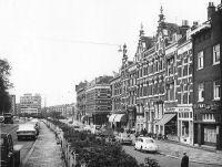 De Oostzeedijk gezien vanaf de Dr. Zamenhofstraat. Datering:1968