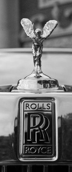 Esprit d'extase. Estatua de la marca de automóviles Rolls-Royce. Fue creado en 1911 por el escultor Inglés Charles Sykes.