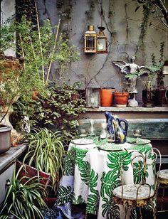 Si eres de lo que al buscar piso desactivas la opción de las plantas bajas quizá estés cometiendo un error: un patio puede darte todo el desahogo y dolce vita de una terraza, aquí tenemos la prueba.