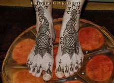Beautiful Henna Hand Art (139)