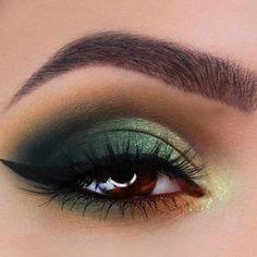 Best Ideas Makeup for Unique Amber Eyes Color ★ See more: https://makeupjournal.com/amber-eyes-makeup/ #greeneyemakeup