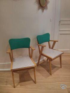 Jolies chaises vintage. Dossier Skaï vert pomme d origine assise rénovée toile cirée gris clair et étoiles. En vente sur le bon coin