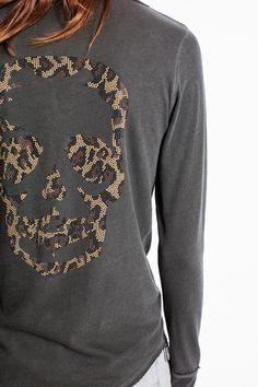 T-shirt tunisien Zadig et Voltaire, manches longues, design tête de mort au dos…