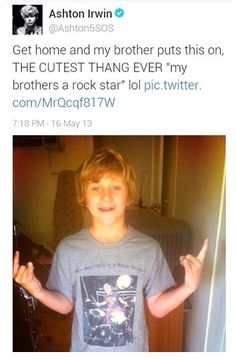 IK I've pinned this before, but it's adorable<<<<< idk about u guys but i think he looks like a fucking mini niall!♧<<<< OMG HE DOES LOOK LIKE NIALL! or ash and nislls love child lol 5sos Tweets, 5sos Memes, Calum Thomas Hood, Calum Hood, Ashton Irwin, Style Zayn Malik, Bae, Cutest Thing Ever, Michael Clifford