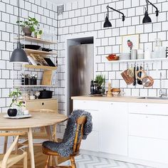 Do you love interior design and wish that you could turn your home-decorating visions into gorgeous. Kitchen Interior, Interior, Kitchen Room, Kitchen Decor, Home Decor, House Interior, Kitchen Dining Room, Home Kitchens, Home Interior Design
