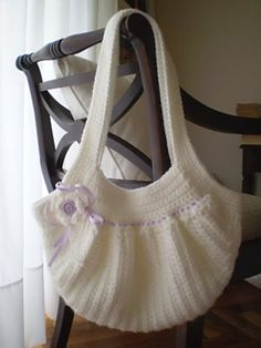 Crochet bag. Cute. Free pattern Ravelry: Fat Bag pattern by Samanta Maragno