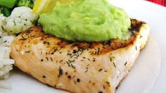 This #Grilled #Salmon with #Avocado #Dip is sure to please everyone at the dinner table.