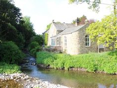 Monks Bridge is located next to Lyvennet Beck is a good base to explore the surrounding area. Yorkshire, Bridge, Cottage, Holidays, Explore, Mansions, House Styles, Cottages, Holiday