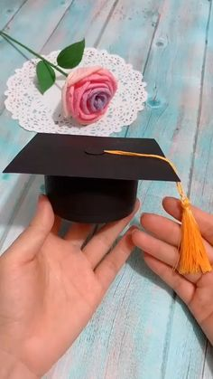 DIY Bachelor Cap Box - Origami - Crafts world Kids Crafts, Diy Crafts Hacks, Diy Crafts For Gifts, Diy Home Crafts, Diy Arts And Crafts, Diy Projects, Decor Crafts, Creative Crafts, Diy Gifts Videos