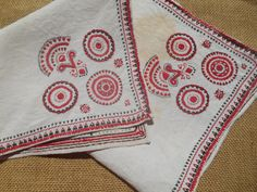 www.sophieladydeparis.etsy.com Original Large Table center Red Tribal Embroidered #Linen Square Shape. Handmade #Doily . Made of off white linen and red and black tribal embr... #antiquelinens #victorian #frenchlinens #sophieladydeparis #damask